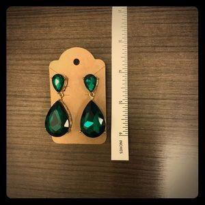 Jewelry - Elegant green dangle / drop earrings
